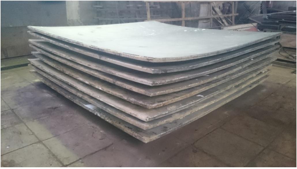 Комплектдвухслойных плит марки 09Г2С-12ВТ1-0 размерами 38(30 8)х2800х2800 мм после сварки взрывом